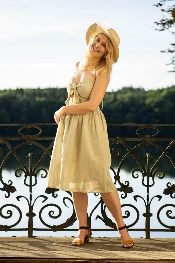 8868714cac Lniana sukienka – idealny wybór na upalne dni – MONABYFASHION