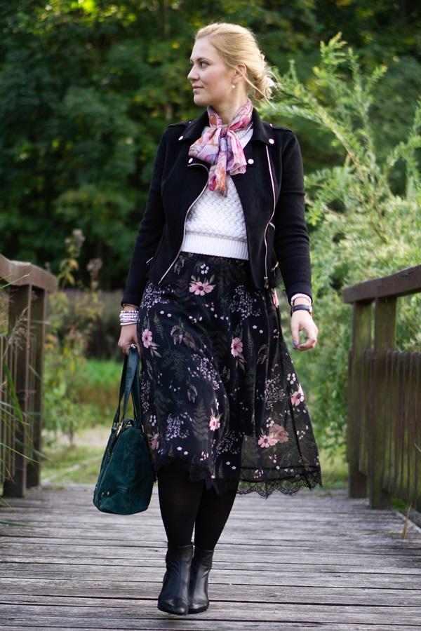 c2e0e8c93547d Przyjęło się, że kwiatowy print jest zarezerwowany na wiosenno-letni okres  roku, jednak tej jesieni rozkwitną zimowe ogrody na sukienkach i spódnicach  midi.